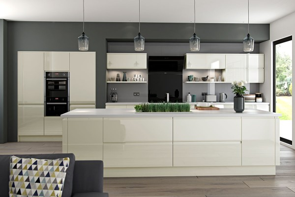 kitchen-hoxtonpainted-curve-ivoryhighglossD5816FBE-4B41-AF36-4585-848570559CAE.jpg